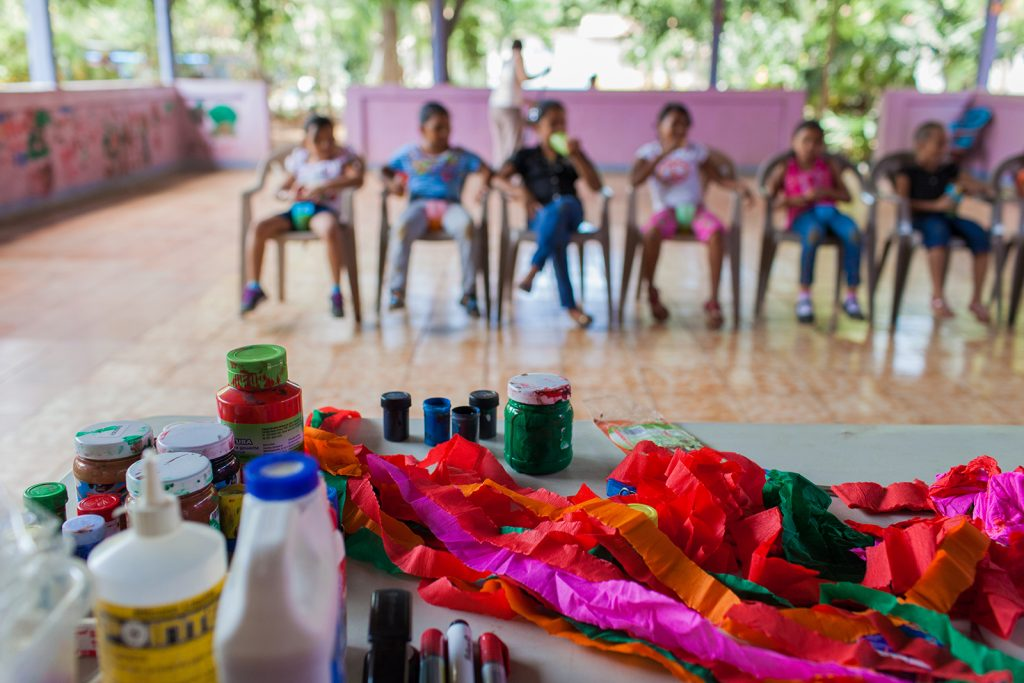 Young participants attend arts programming at MONMUNDH in Nicaragua.