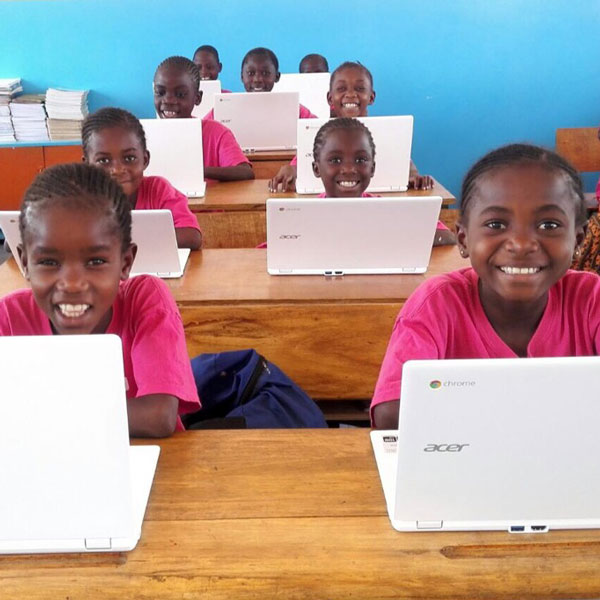 Girls in a computer class. © Georges Malaika Foundation