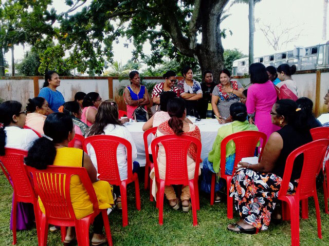 A workshop with mothers in Mauritius.