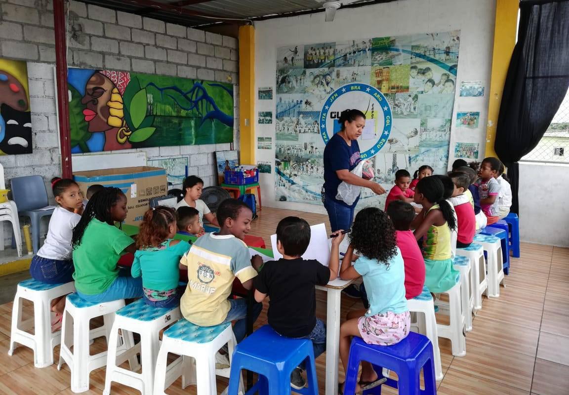Children participating in a Hilarte program.