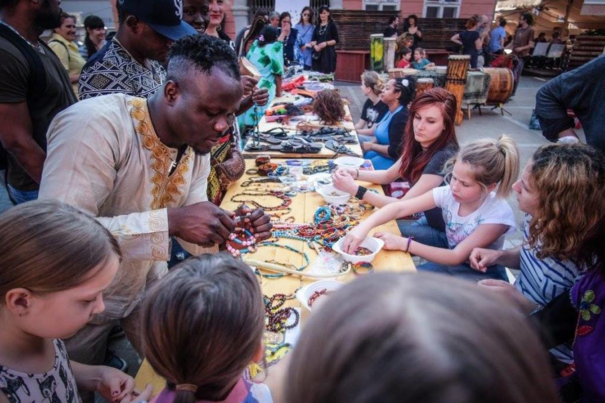 Children making jewelry