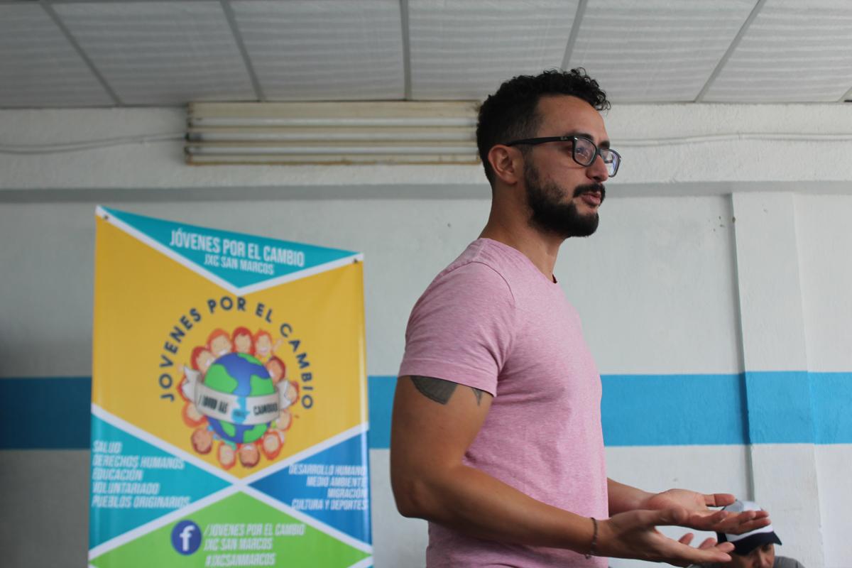 Rodri facilitating a workshop